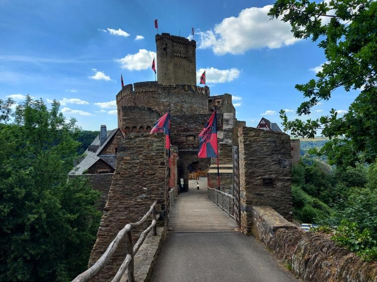 Eine Burg am Saar-Hunsrück-Steig