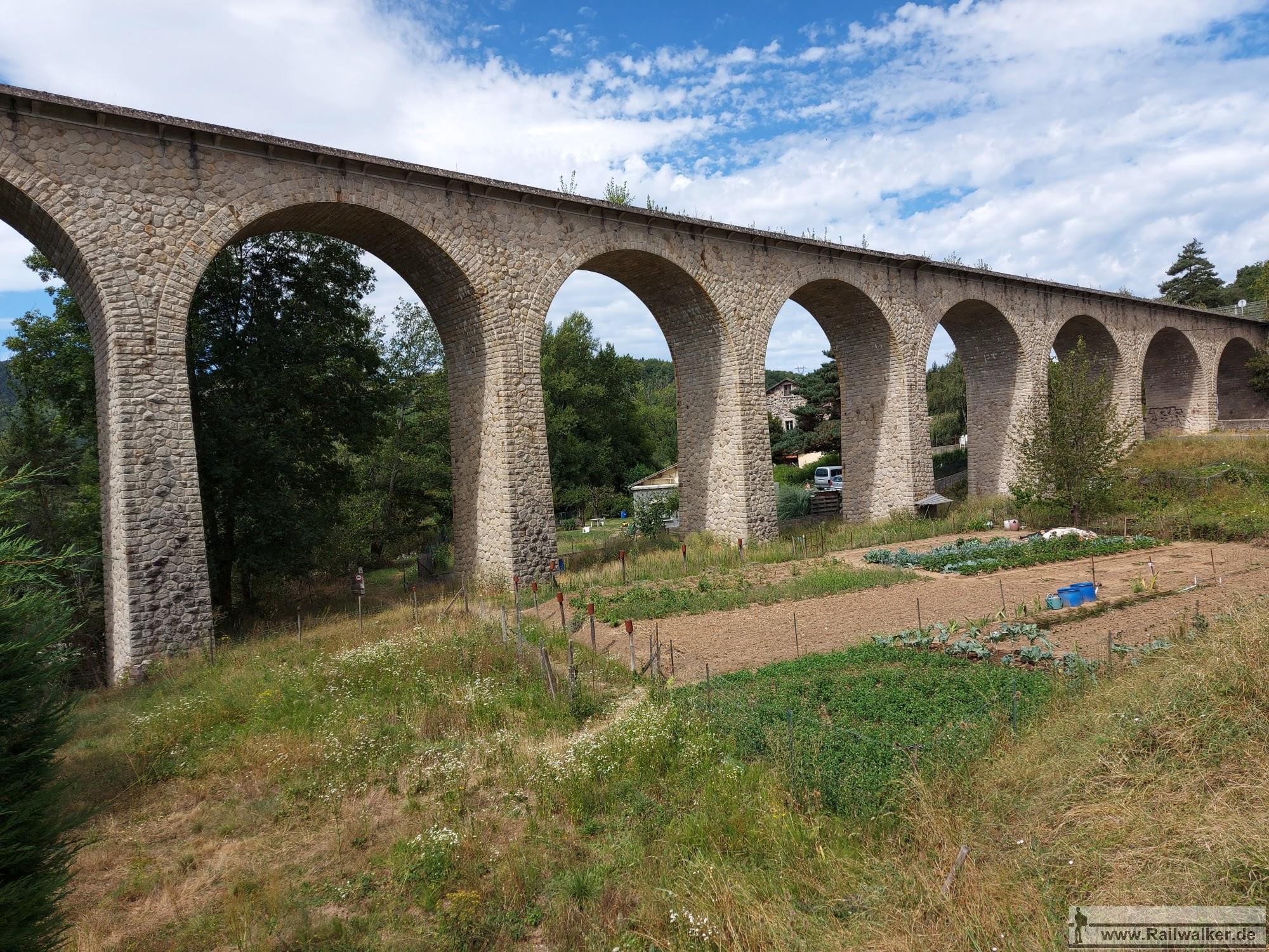"""Der """"Viaduc de Peyrard sur la Gagne et la RN 535"""" 147m lang."""