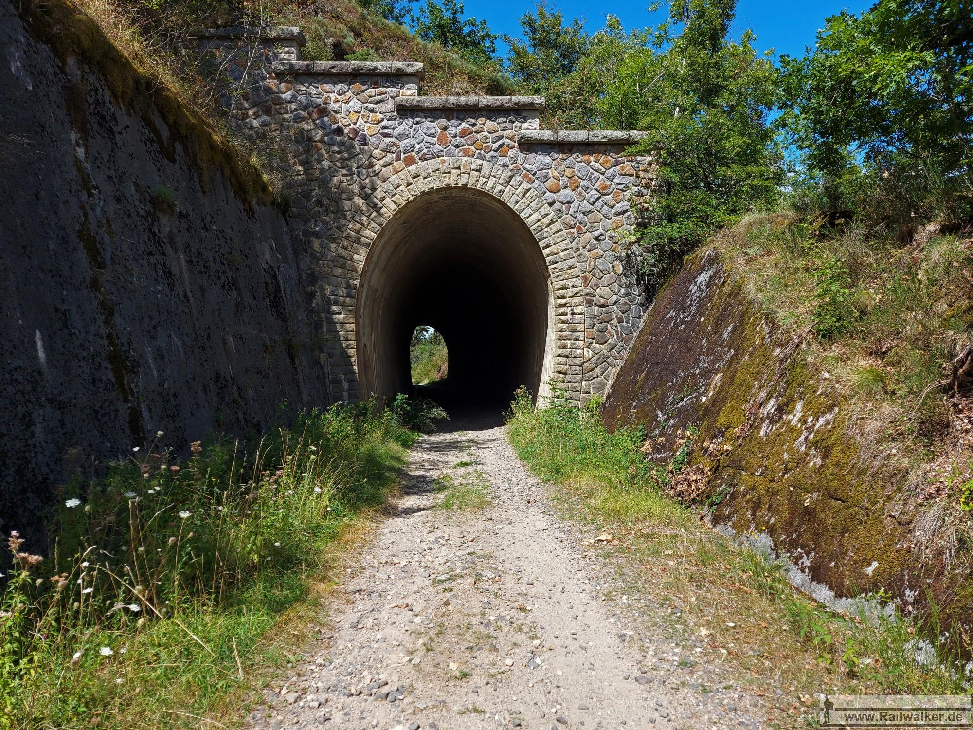 Der Tunnel du Priouret etwa bei Streckenkilometer 8,500.