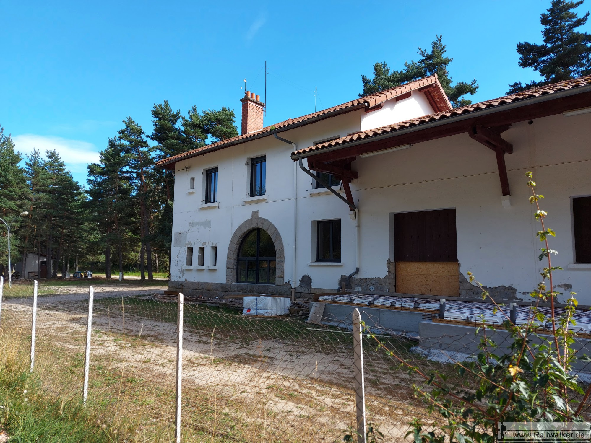 Streckenkilometer 16,500. Der ehemalige Bahnhof von Laussonne-les Badioux auf 858m Höhe.