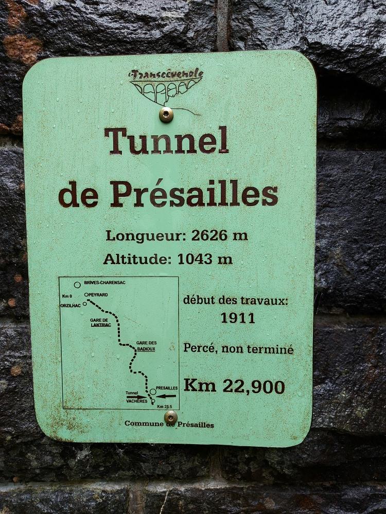 Die Tafel am nördlichen Tunnelportal