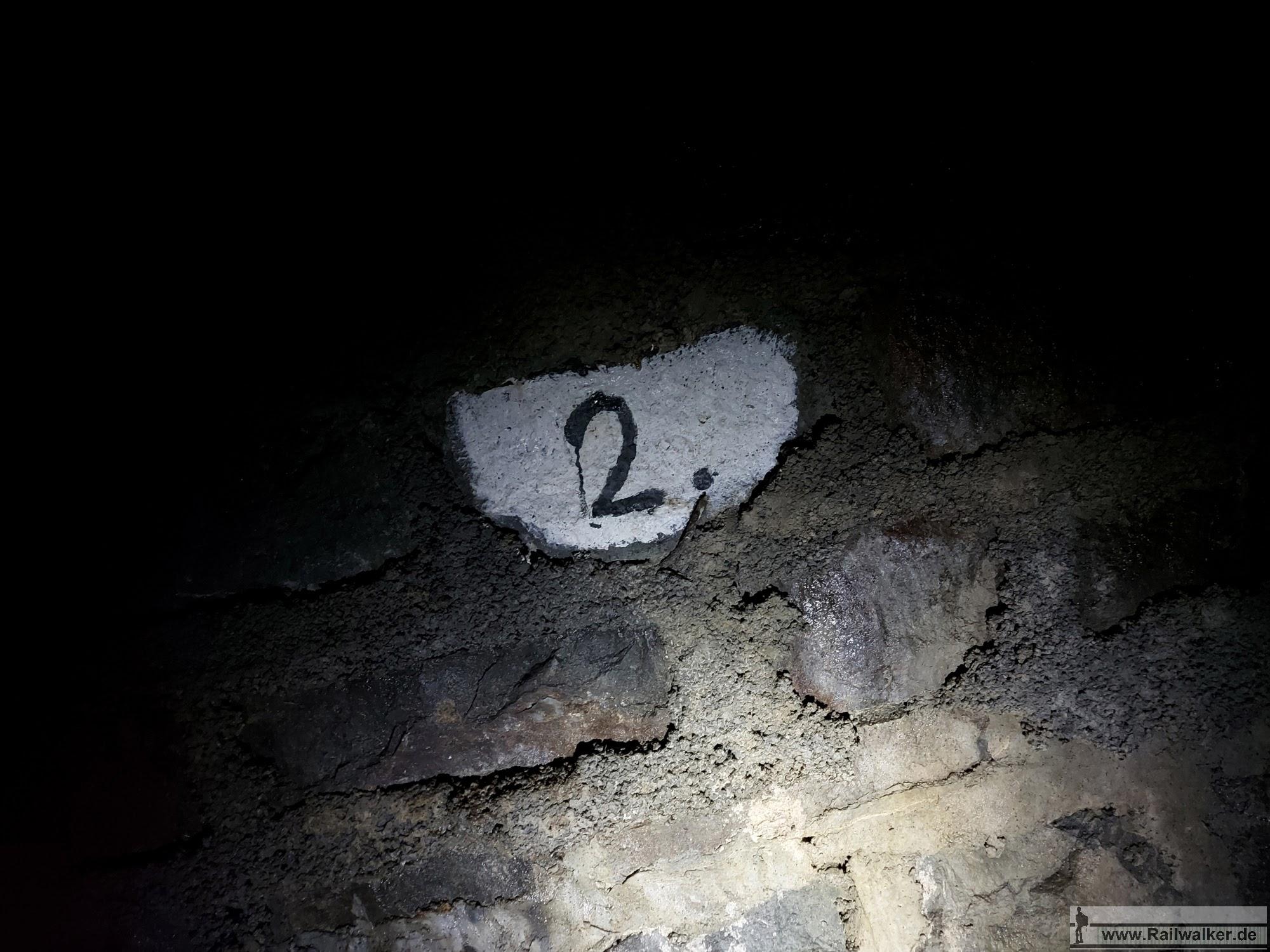 Tunnelmarke bei Kilometer 2,000
