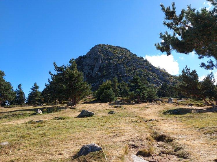 Der Mont Gerbier de Jonc. Hier am Fuße des Berge beginnt der ca. 1.250km lange GR3 Wanderweg. Er wird sich groß an der Loire ausrichten und bis zum Atlantik führen