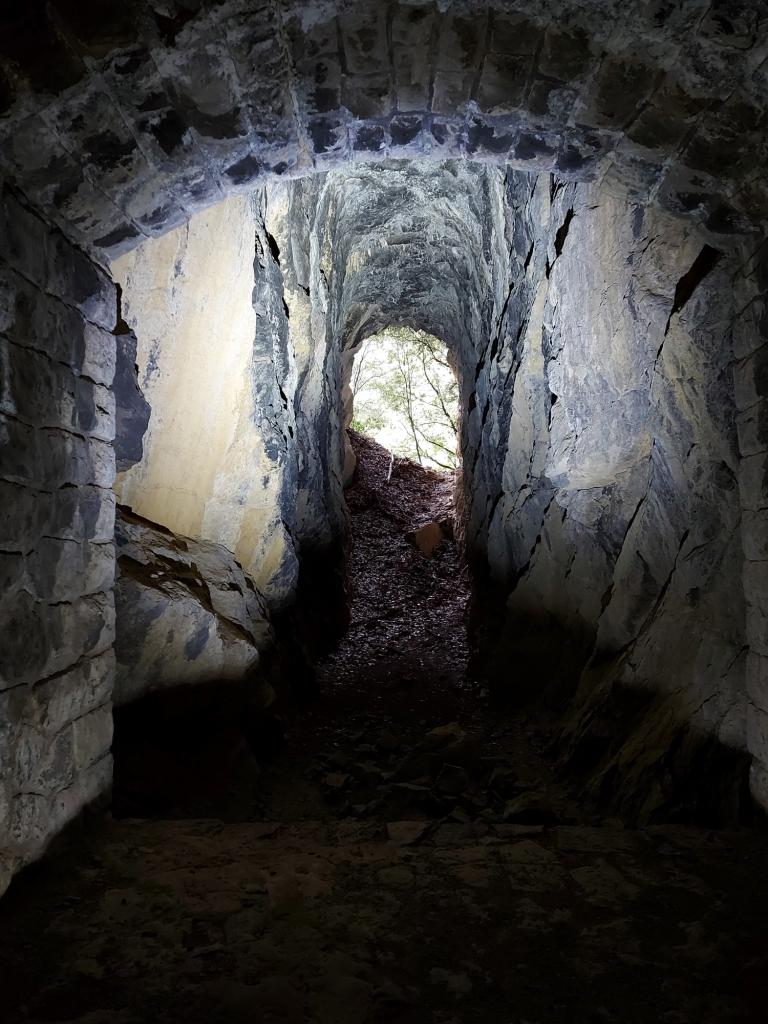 Ein weiterer Abzweig im Tunnel führt nach draußen.