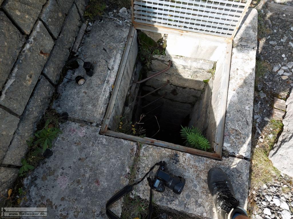Der Abstieg hinein in das Viadukt. Noch letzte Jahr war ich ahnungslos an diesem Schacht vorbeigegangen.