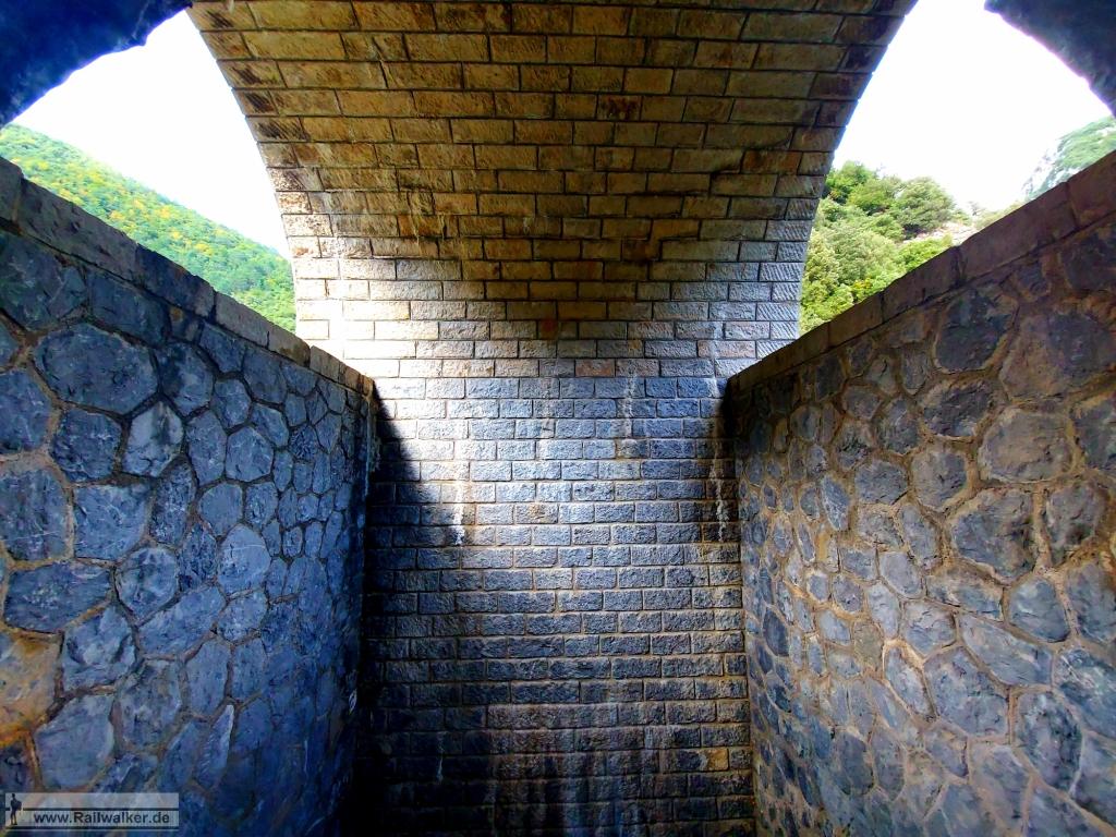 """Fast das gesamte Viadukt ist """"hohl"""" und begehbar."""