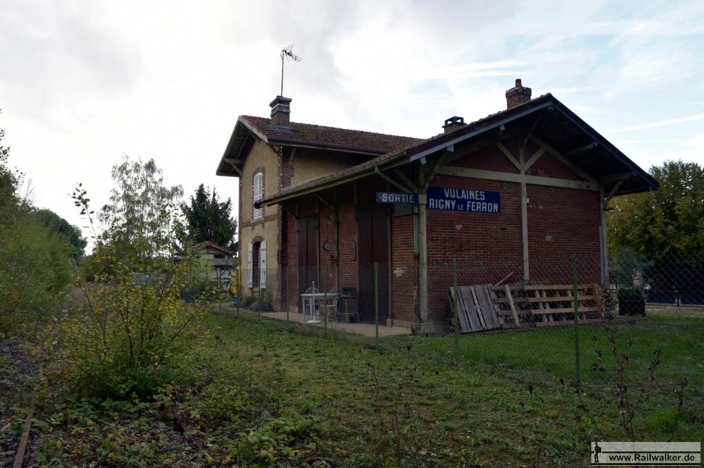 Streckenkilometer 125: Der Bahnhof Vulaines - Rigny-le-Ferron.