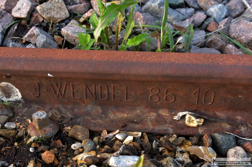 Eine weitere Schiene vom Wendel-Konzern. Mit die älteste Schiene entlang der Strecke > 1886.