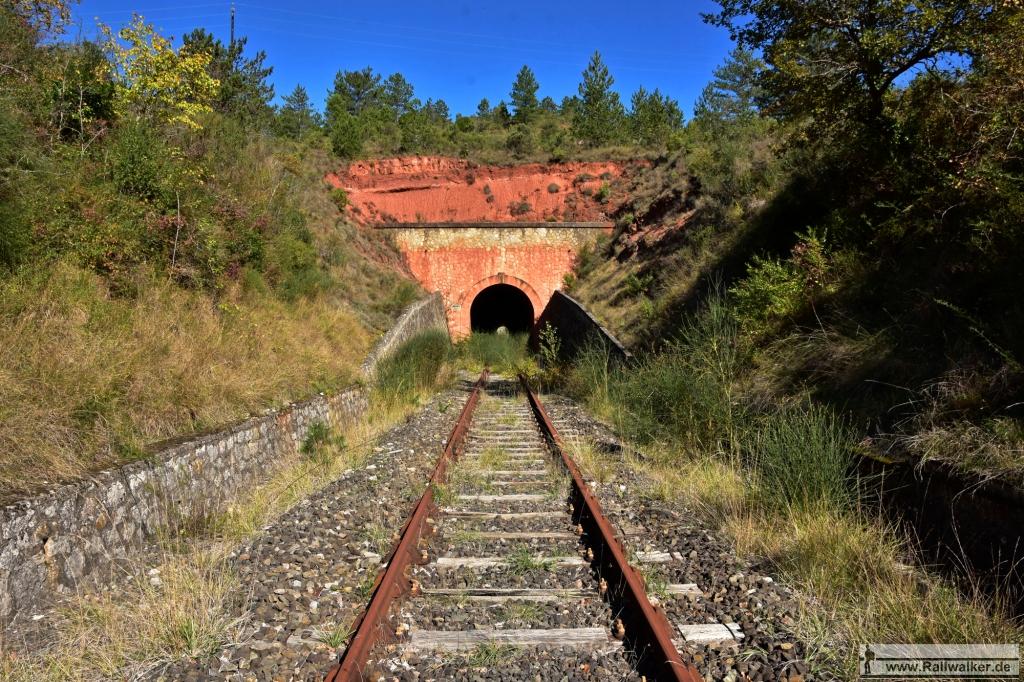 Der 239m lange Tunnel de Cascorbel