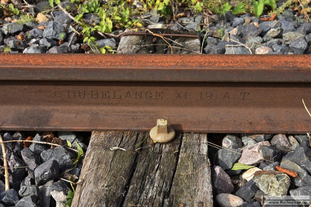 Eine Schiene vom Walzwerk in Dudelange. Hergestellt im November 1919