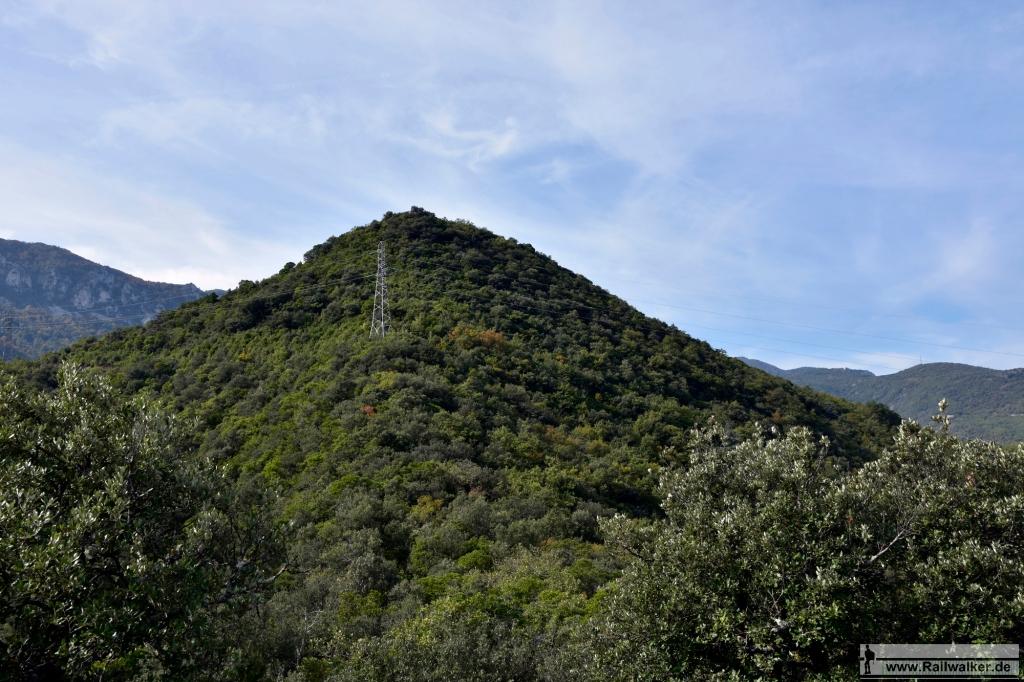 Von einem ersten Aussichtspunkt geht es noch ein paar Meter weiter hinauf.