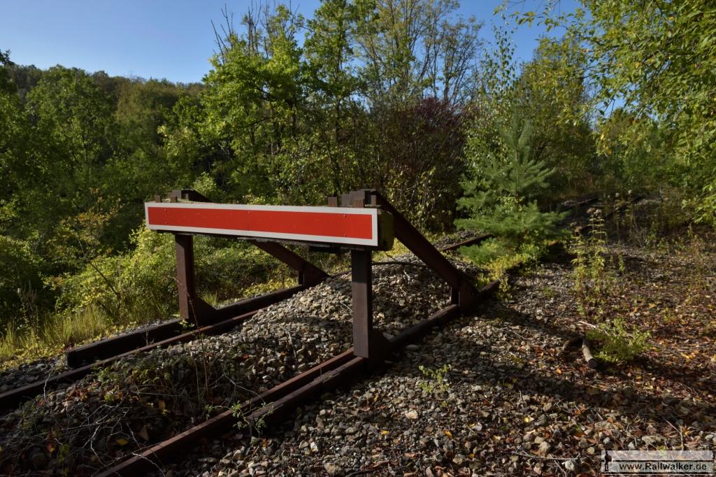 Zwei Kilometer von Neufchateau entfernt endet die Linie an diesem Prellbock.