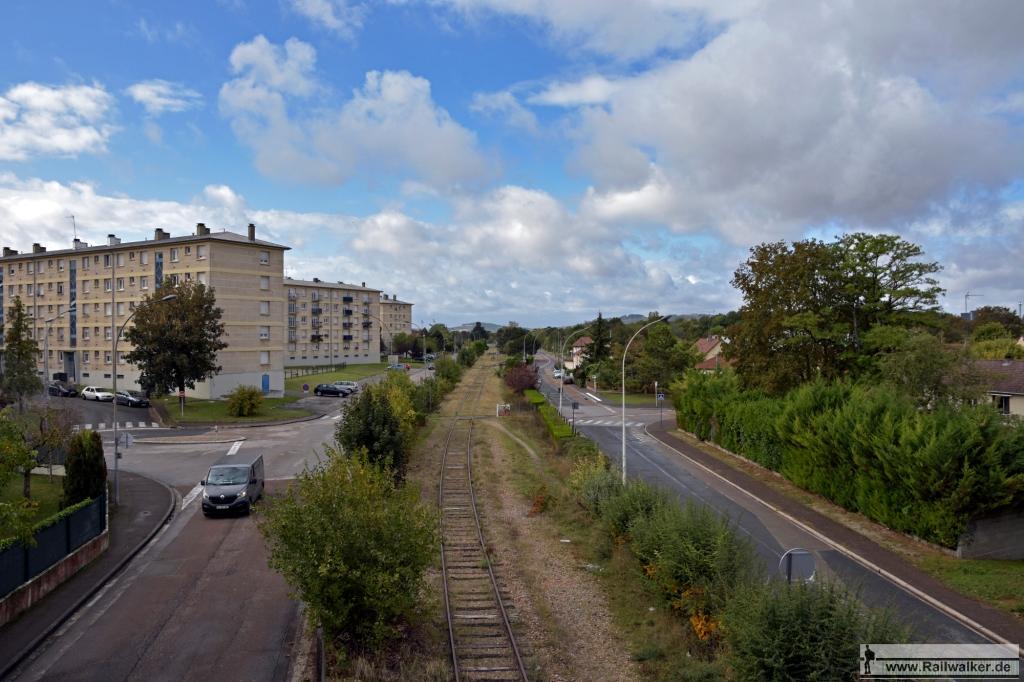 Ausblick auf die Linie in Richtung Villeneuve-l'Archevêque