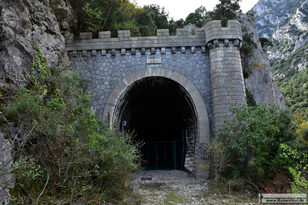 Der Tunnel de Pierre-Lys, 1381m lang.