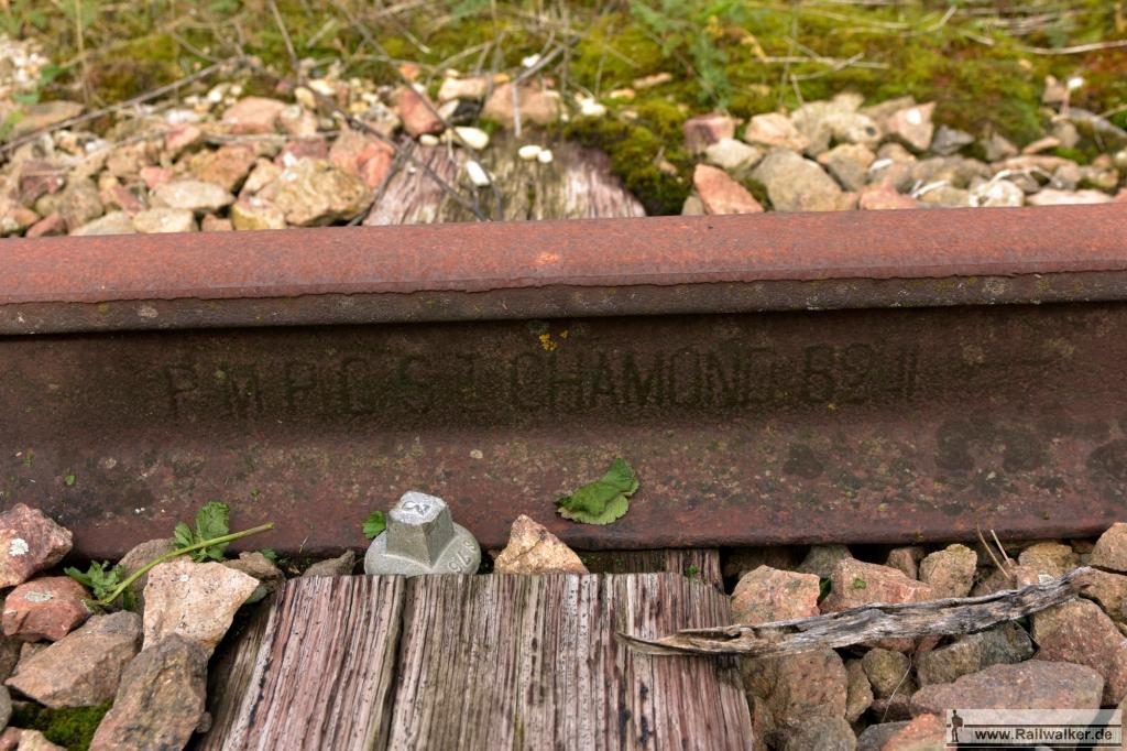 Das Stahlwerk aus Chamond lieferte diese Schiene aus dem Jahr 1882.