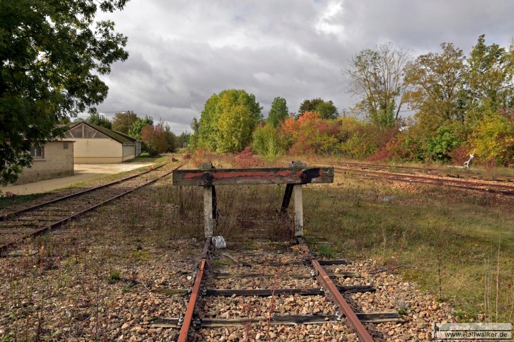 Eines der Gleise endet an diesem Prellbock.